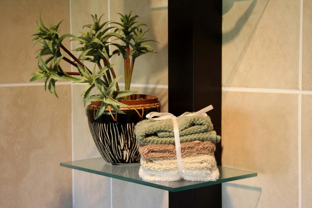 Glass Shelf Wall Decor : Wall decorating ideas using glass shelves