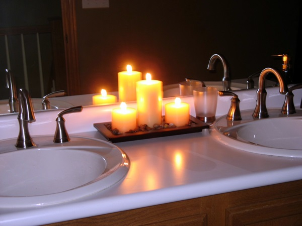 Ways-To-Use-Candles-In-Bathroom-For-Special-Nights-3-1