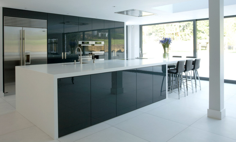 refrigerator-side-by-side-built-in-and-oven-high-glossy-black-kitchen-cabinets-celling-lights-windows-dinning-table-sets-smooth-cooktop-single-handle-faucet-and-aluminium-sink-970x582