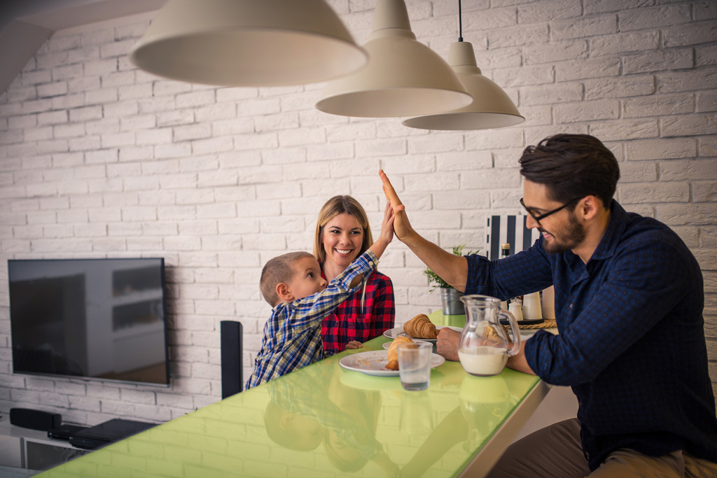 stock-photo-giving-high-five-to-daddy-while-eating-in-the-kitchen-424316836
