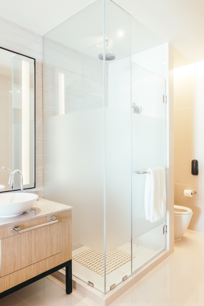 Shower enclosure for small