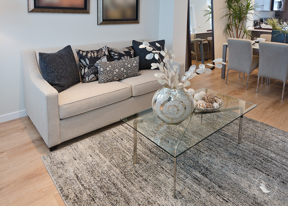 Coffee table to present decorative items