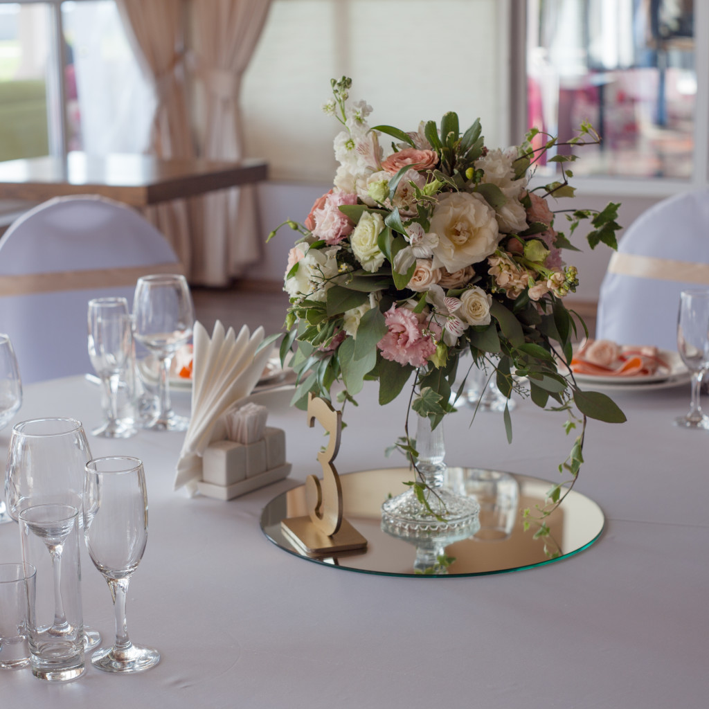 Table Decor Ideas Using Mirror Centerpieces For Events Parties