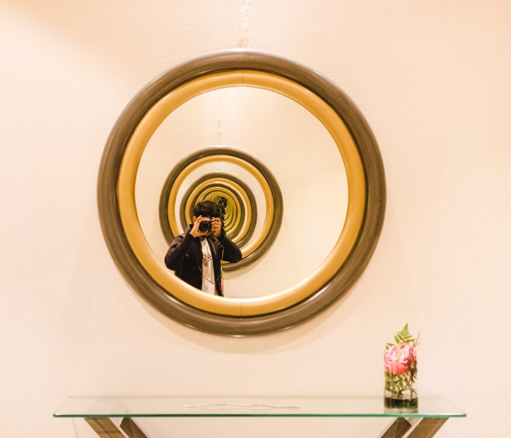 Unique wall mirror idea